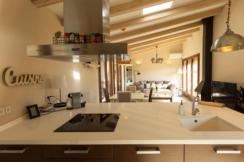 Reserva les teves vacances al priorat, a Porrera amb una casa reformada, amb tots els serveis i cuidada fins a l'últim detall.