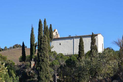 Ermita de Sant Antoni de Porrera foto de 11299883-flickr
